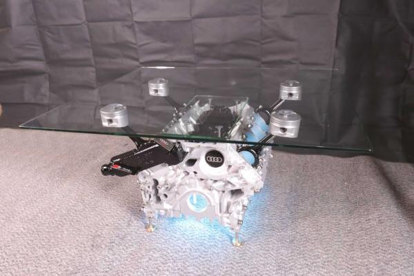 exklusiver Motortisch Audi A8 V8, 4,2 Liter mit 2 Glasplatten und Beleuchtung